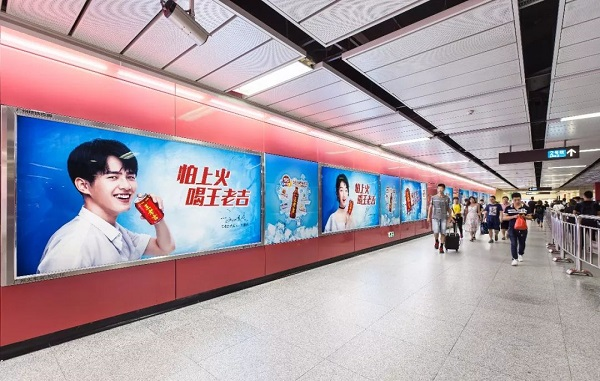 王老吉抢占先机,强势广告霸屏深圳地铁