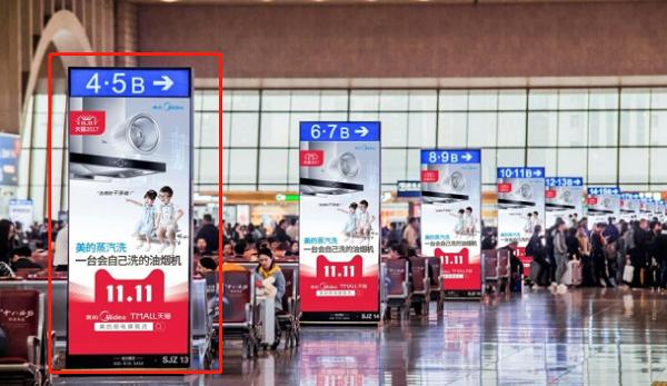高铁站广告刷屏机优势:抢占C位霸屏传播  