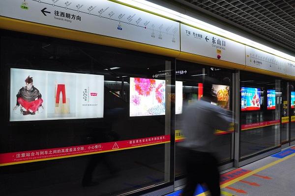 炎炎夏日来临,饮品广告将霸屏地铁广告媒体