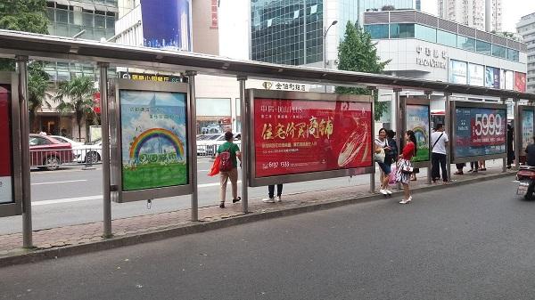 深圳候车亭灯箱广告投放_公交广告媒体公司