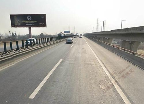 成绵高速公路8.7公里处右侧单立柱