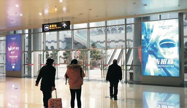 乐山高铁站客运总站、公交总站、高铁站共用停车场出入口大厅灯箱广告位