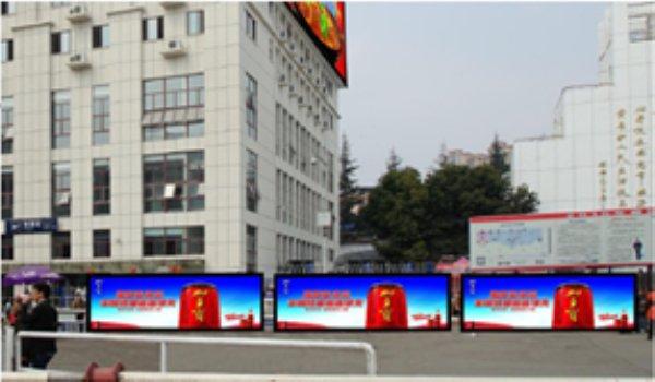 南充火车站站前广场左侧嵌入式灯箱广告位