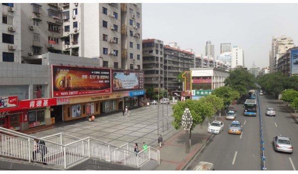 绵阳市涪城区富临花园正门墙面右侧1号三面翻