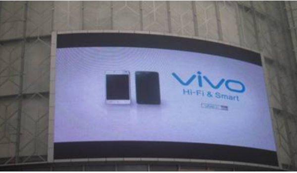 南京市新街口中央商场正对万达墙面led广告