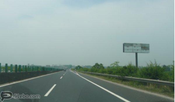湘潭市潭衡西高速K209泉塘子互通单立柱广告