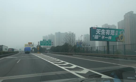 京珠高速长潭段雨花收费站单立柱广告