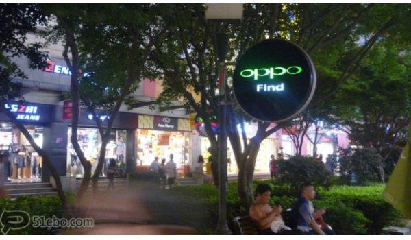 长沙市黄兴南路步行街外街庭院灯杆内打灯灯箱