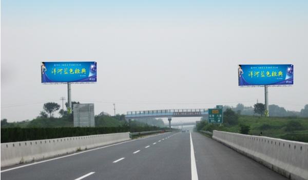 武麻高速红安八里收费站处单立柱广告
