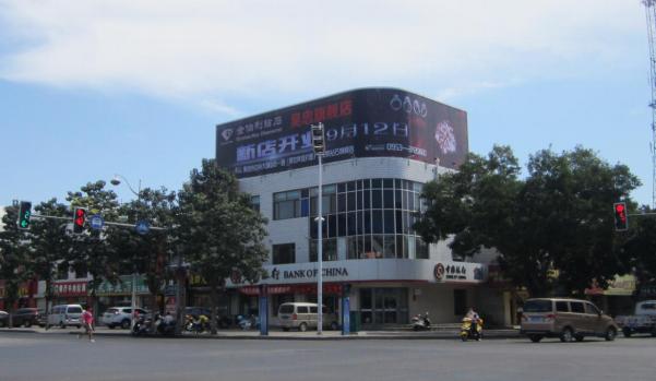 青铜峡市小坝汉坝街中国银行楼顶三面翻广告位