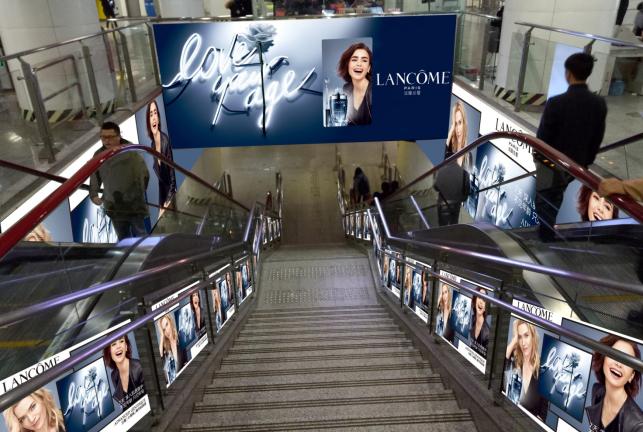 重庆市两路口地铁站西站厅LED广告