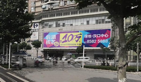 武漢市江岸漢口建設大道家樂福墻面三面翻廣告