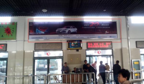 潍坊市高密汽车站发车区正对车头大牌