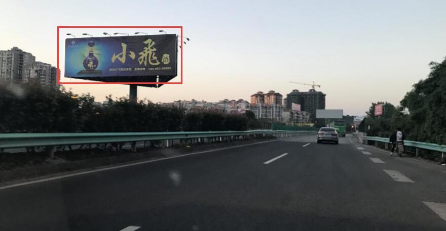 贵阳市沪昆高速清镇东门桥三面单立柱