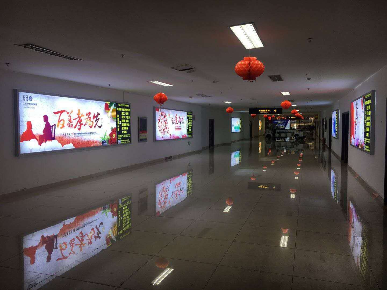 贵阳市机场客车站走廊墙面灯箱广告