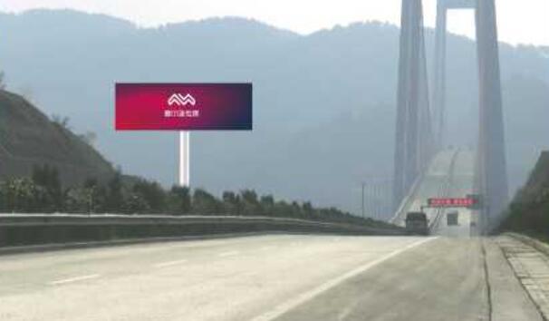 黔南州贵瓮高速K71+800m单立柱