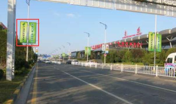 贵阳市龙洞堡机场所有公路及进场公路200m灯杆挂旗