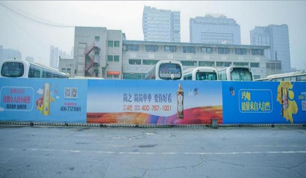 杭州市汽车南站旅客出站处围档大牌广告位-易播网