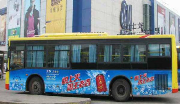 厦门市区公交车身广告