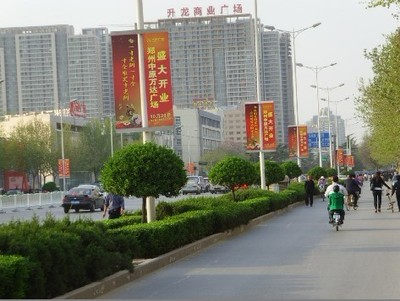 郑州市主干道灯杆道旗广告