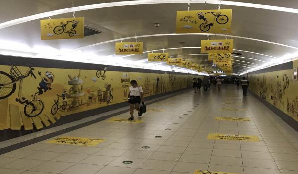 长春市地铁一号线豪华品牌通道广告