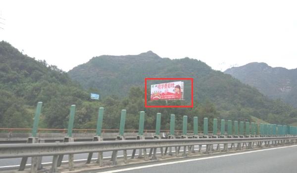 沪渝高速长阳县白氏坪出口500米处单立柱-易播网