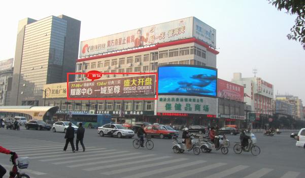 连云港市新浦区海连路与海昌路交汇处南侧墙面大牌广告-易播网