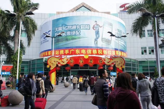 广州天河客运站主楼弧形玻璃墙贴