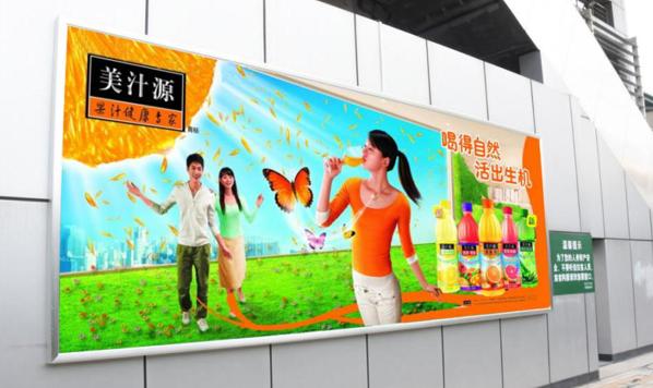 广州市滘口客运站AB地铁站之间通道灯箱广告