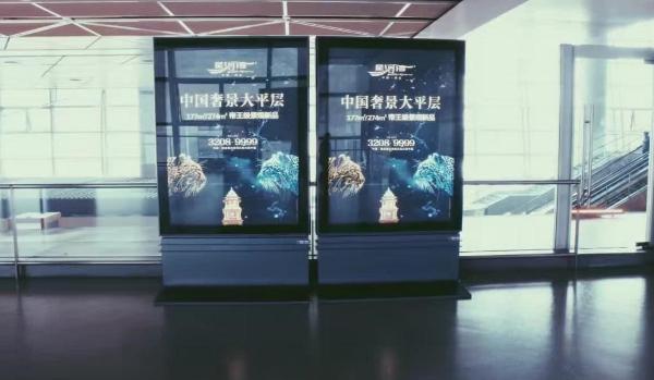 西安市咸阳机场T3航站楼到达滚动灯箱广告