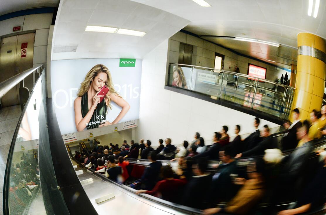 成都地铁2号线天府广场换乘超级灯箱主题套装-易播网
