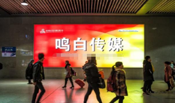 成都市成都东客站东广场长途客运提示牌旁灯箱广告-易播网
