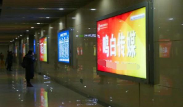成都火车出站成都东站东广场灯箱广告-易播网