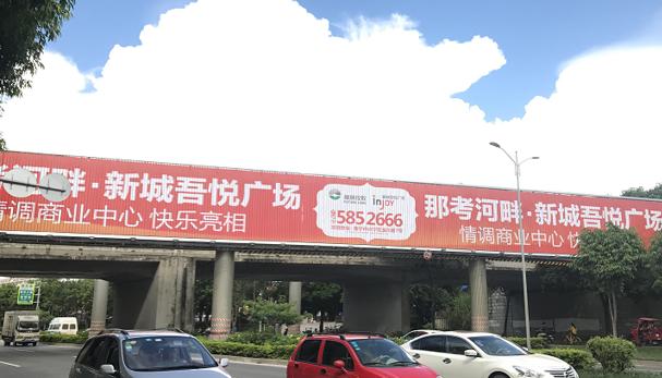 南宁市秀厢大道铁路立交桥桥体三面翻广告-易播网