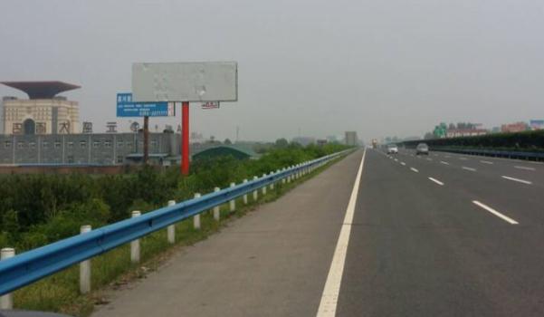 京珠高速K747许昌收费站处单立柱