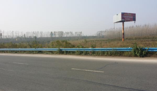京珠高速K754与兰南高速交汇处西北侧单立柱