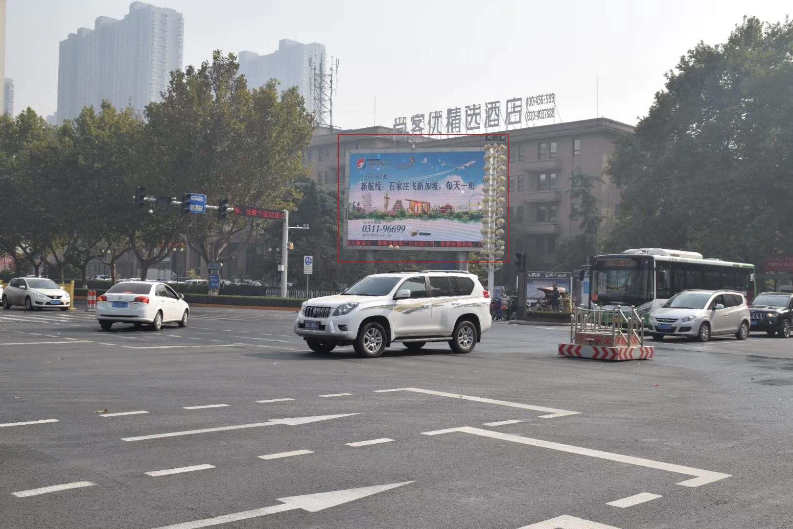 邯郸市人民路与中华大街交叉口东南角LED电子屏幕-易播网