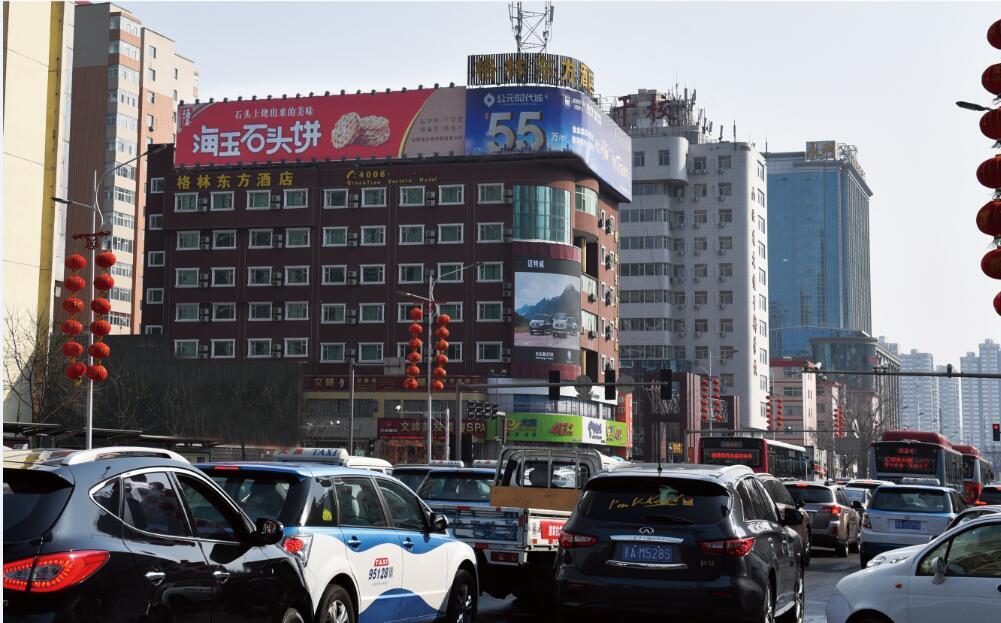 太原市体育路与亲贤街交汇处大牌广告-易播网