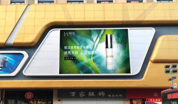 鸡西市万达广场外墙大牌广告-易播网