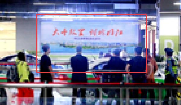 内江市高铁站各换乘区域灯箱广告