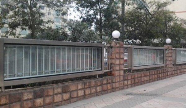 成都市彭州市工商局围栏灯箱广告位