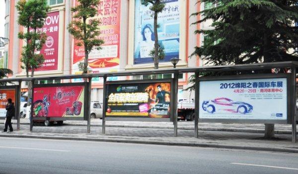 绵阳市公交候车亭灯箱广告-易播网