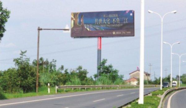 绵阳市绵三路大佛寺出城右侧单立柱广告-易播网