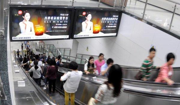 成都市地铁二号线春熙路主题站特型灯箱广告位