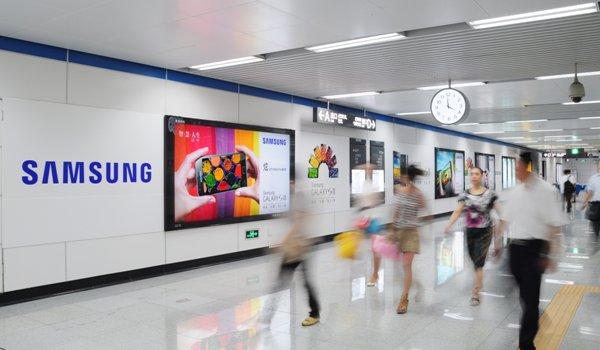 成都市地铁换乘品牌墙灯箱广告位