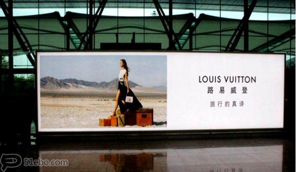 广州白云机场到达出口处KT看板广告