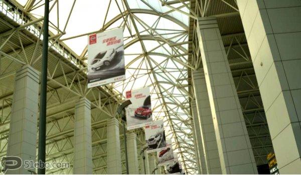 广州市白云机场出发主楼吊旗广告
