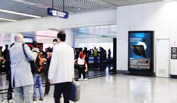 西安市咸阳机场T2航站楼出发区滚动灯箱广告
