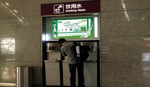 成都市双流机场T1、T2航站楼内饮水机刷屏广告位
