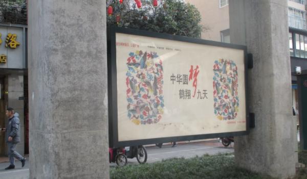 成都市二环路BRT站台灯箱广告-易播网